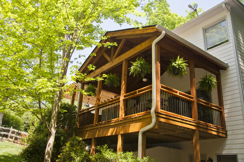 12._Open_porch_with_aluminum_balusters_